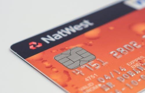 为什么信用卡卡号要做成凸起的?