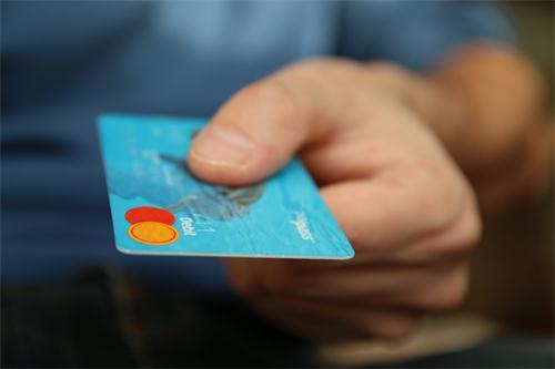 详解:持卡人经常刷爆信用卡是否有利于提额?